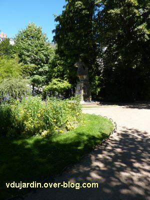 Tours, le square Sicard, Michel Colombe par Pierre Dandelot, 1, vue générale dans le parc