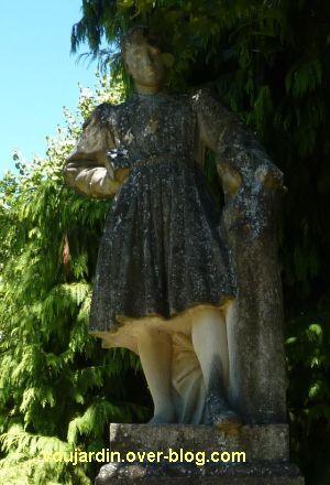 Tours, le square Sicard, Michel Colombe par Pierre Dandelot, 4, la sculpture vue de face