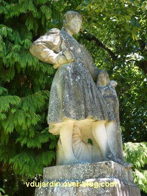Tours, le square Sicard, Michel Colombe par Pierre Dandelot, 5, la statue vue de trois quarts