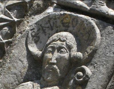 Champagne-Mouton, saint Nicolas, détail de la tête et de l'inscription