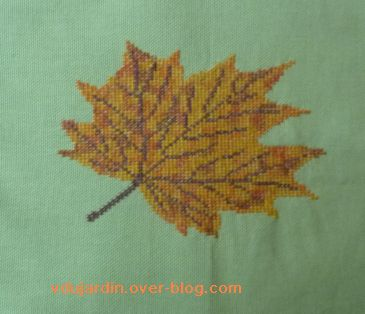 Feuille d'automne brodée