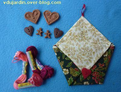 Noel 2010, le cadeau reçu de Boîte de Biscotte, 4, enveloppe cousue, fils et boutons