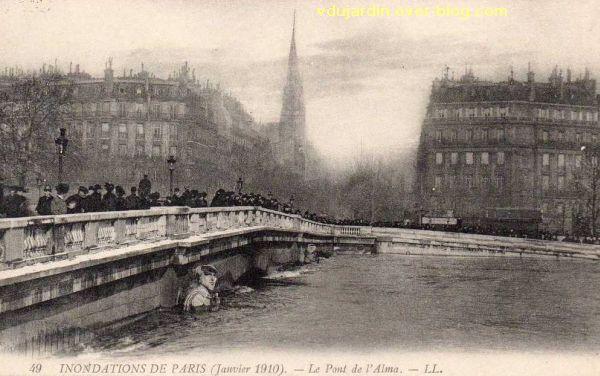 Paris, le Pont de l'Alma, carte postale ancienne, crue de 1910, 1, vue générale