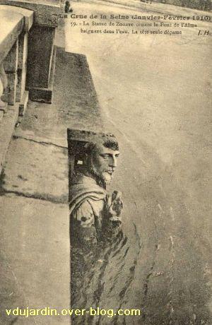 Paris, le Pont de l'Alma, carte postale ancienne, crue de 1910, 2, le Zouave