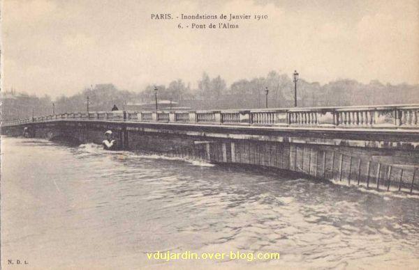 Paris, le Pont de l'Alma, carte postale ancienne, crue de 1910, 4, les arches du pont submergées