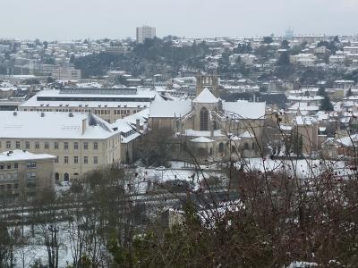 Poitiers sous la neige, le 20 décembre 2009 au matin : le chevet de Saint-Jean-de-Montierneuf