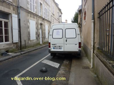 Poitiers, 18 décembre 2010, 14h, incivilité rue Saint-Hilaire