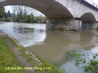 Poitiers, la crue le 24 décembre 2010, 5, sous le chemin de fer