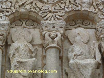 Poitiers, façade de Notre-Dame-la-Grande, deuxième niveau, 12, chapiteau 4