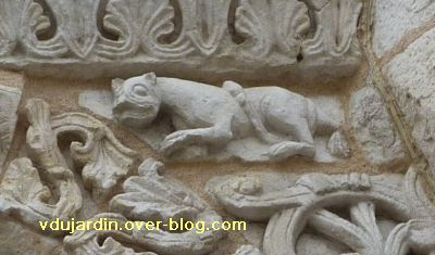 Poitiers, façade de Notre-Dame-la-Grande, deuxième niveau, 18, lion marchant