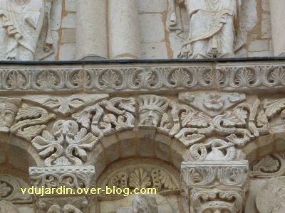 Poitiers, façade de Notre-Dame-la-Grande, deuxième niveau, 4, arc 2