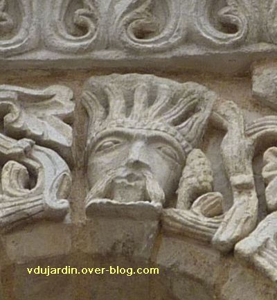 Poitiers, façade de Notre-Dame-la-Grande, deuxième niveau, 5, homme échevelé