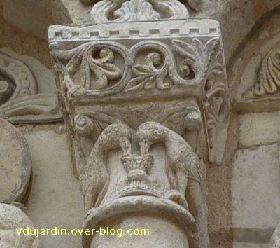 Poitiers, façade de Notre-Dame-la-Grande, deuxième niveau, 7, oiseaux à la coupe