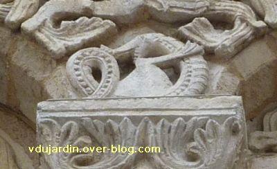 Poitiers, façade de Notre-Dame-la-Grande, deuxième niveau, 10, serpent