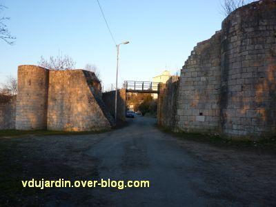 Poitiers, le rempart sud, sous la Tranchée, 3, la brèche du tram
