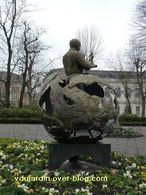 Toulouse, Saint-Exupéry et le petit prince par Madeleine Tezenas du Montcel, 3, vu de trois quarts