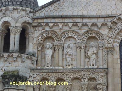 Poitiers, façade de Notre-Dame-la-Grande, les apôtres, 2, en haut à gauche, pape, apôtre, Pierre