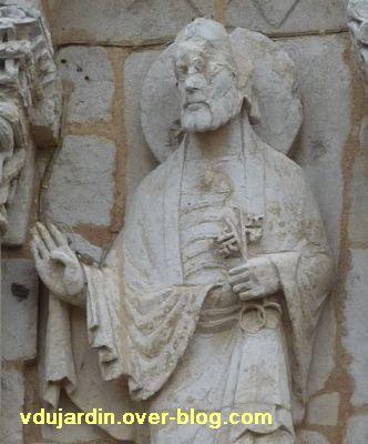 Poitiers, façade de Notre-Dame-la-Grande, les apôtres, 7, détail des clefs de saint Pierre