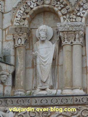 Poitiers, façade de Notre-Dame-la-Grande, les apôtres, 8, un pape