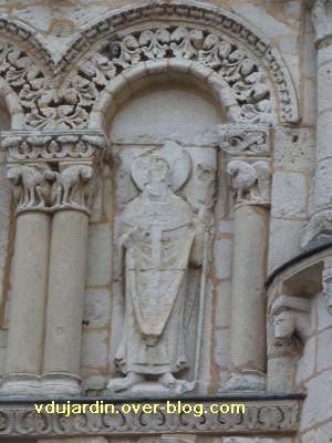 Poitiers, façade de Notre-Dame-la-Grande, les apôtres, 10, un évêque