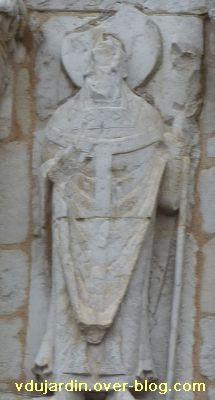 Poitiers, façade de Notre-Dame-la-Grande, les apôtres, 11, détail des vêtements de l'évêque