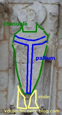Poitiers, façade de Notre-Dame-la-Grande, les apôtres, 12, chasuble, pallium et étole