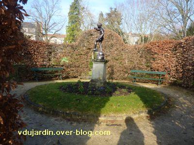Le 29 janvier 2011 à Poitiers, 4, le petit coin rond, avec le faune souflant dans un coquillage