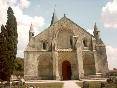 L'église Saint-Pierre d'Aulnay, la façade occidentale