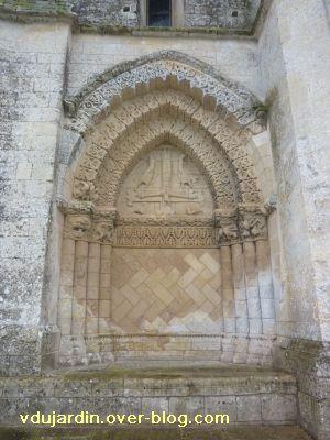 Aulnay, église Saint-Pierre, arcature nord de la façade occidentale