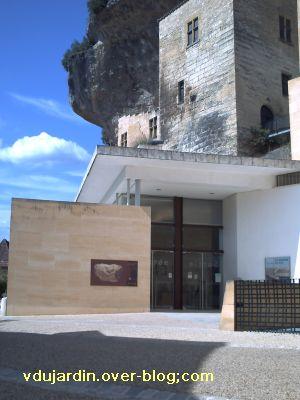 Les Eyzies-de-Tayac-Sireuil, l'entrée du musée national de Préhistoire