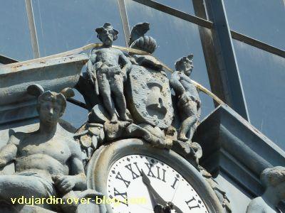 Niort, les halles, 10, horloge et monstres