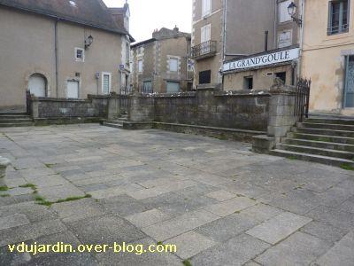 Poitiers, le parvis de Sainte-Radegonde, 1, vue vers le sud-ouest