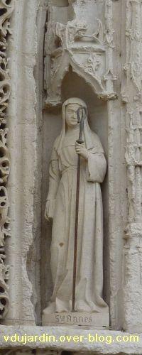Poitiers, église Sainte-Radegonde, le portail, 1, sainte Agnès