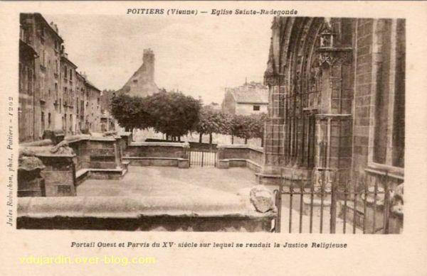 Poitiers, le parvis de justice de Sainte-Radegonde, carte postale ancienne