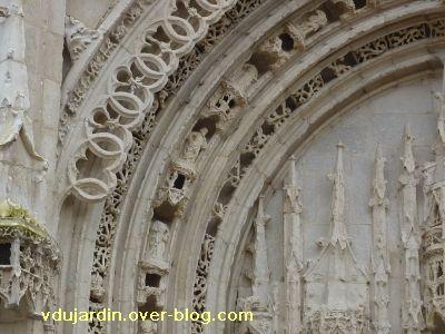 Poitiers, portail de Sainte-Radegonde, 2, la partie gauche de la voussure