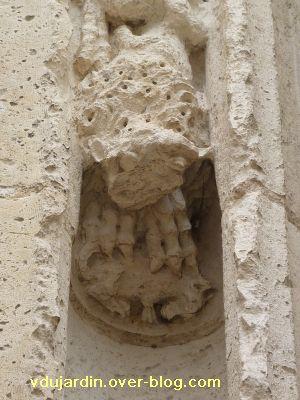 Poitiers, portail de Sainte-Radegonde, rouleau externe, 2, premier singe
