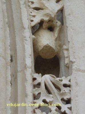 Poitiers, portail de Sainte-Radegonde, rouleau externe, 8, septième singe