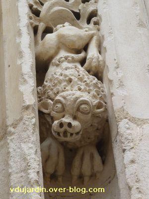 Poitiers, portail de Sainte-Radegonde, rouleau externe, 9, huitième singe