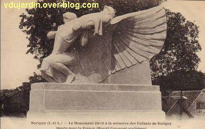 Le monument aux morts de Sorigny par Gaumont, carte postale ancienne, 4, vu de près