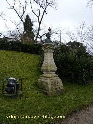 Toulouse, Grand-Rond, buste de Mengaud, 1, vu de loin