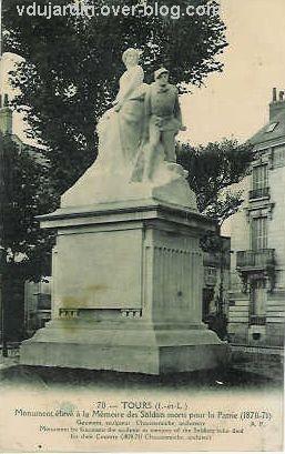 Tours, le monument aux morts de 1870, vue 1 : carte postale ancienne