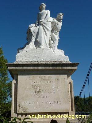 Tours, le monument aux morts de 1870, vue 3, de face