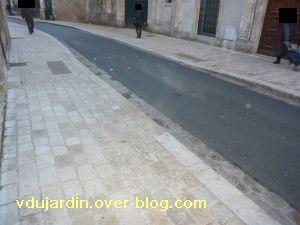 Poitiers, 18 février 2011, trottoir, 13, rue de la tranchée