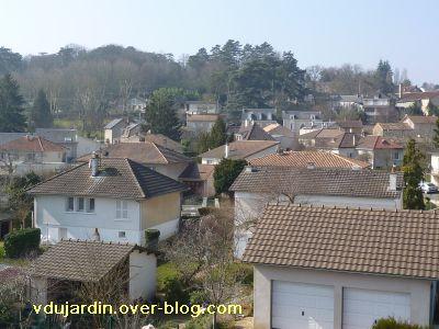 6 mars 2011, 2, toits à Ligugé depuis la passerelle