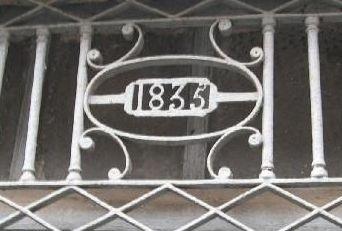 Confolens, date de 1835 sur une grille en ferronnerie rue des Portes d'Ansac