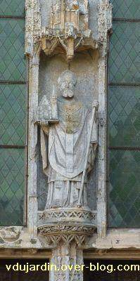 Ligugé, 1, saint Martin sur le trumeau du portail de l'église (19e siècle)