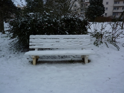 Poitiers, banc sous la neige chemin des Crêtes en 2009