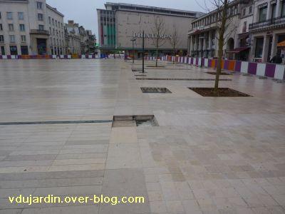 Poitiers coeur d'agglo, 26 février 2011, 4, la place et l'horrible Printemps