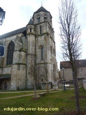 Poitiers, le clocher roman de Sainte-Radegonde, 1 vu depuis le nord