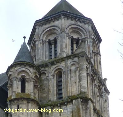 Poitiers, le clocher roman de Sainte-Radegonde, 2, la partie haute depuis le nord